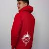 Max trägt den roten Hoodie mit dem Schifffahrtszeichen 'Heulboje' in rot
