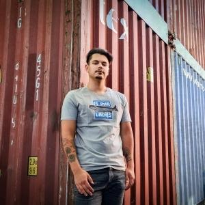 Ein Tragebild von unserem Angel T-Shirt 'Is mir Lachs'