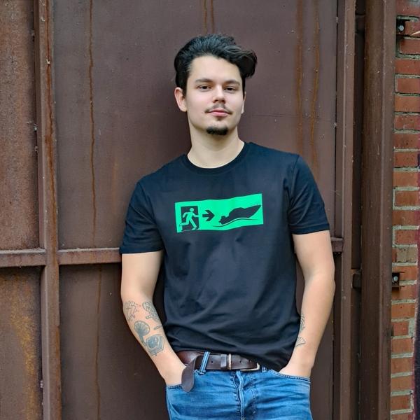 Max in dem schwarzen T-Shirt Notausgang